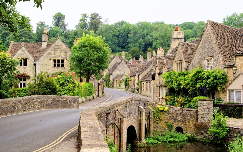 cotswolds village england honeymoon destinations