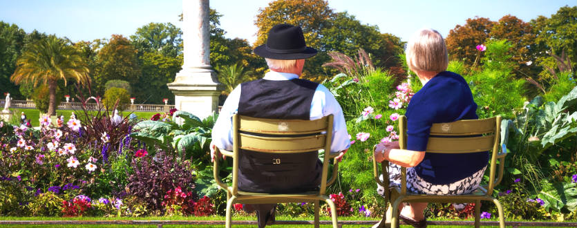 Tips for travelling with the elderly, elderly couple of bench seat