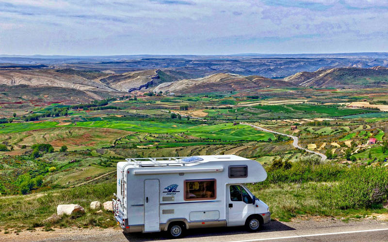 motorhome_hills_fields