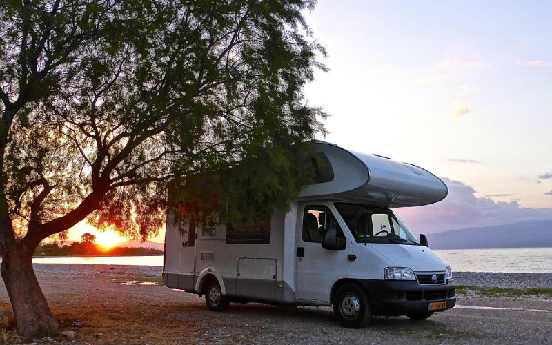 motorhome_sunset_lake