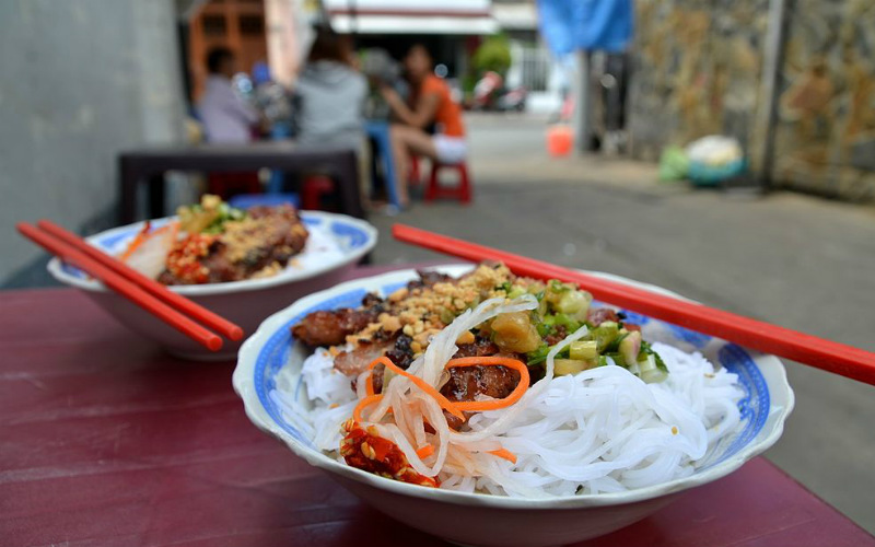Fresh bún thịt nướng Vietnam street food