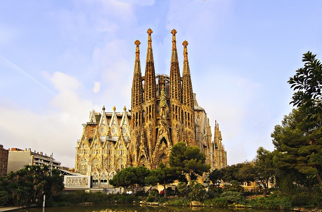 La-Sagrada-Familia-Best-Europe-Landmark