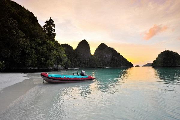 Sunset-Raja-Ampat-Islands-Indonesia