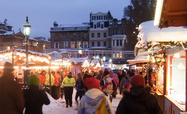 Edinburgh-Christmas-Market-Scotland-United-Kingdom