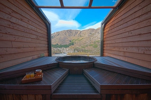 Onsen-Queenstown-Mountain-View