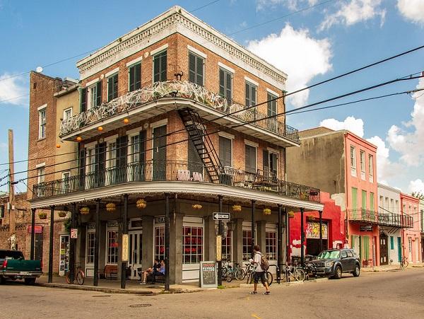 Frenchmen-Street-New-Orleans