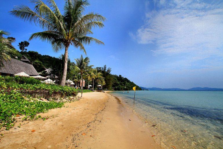 Kota-Kinabalu-Beach-Borneo