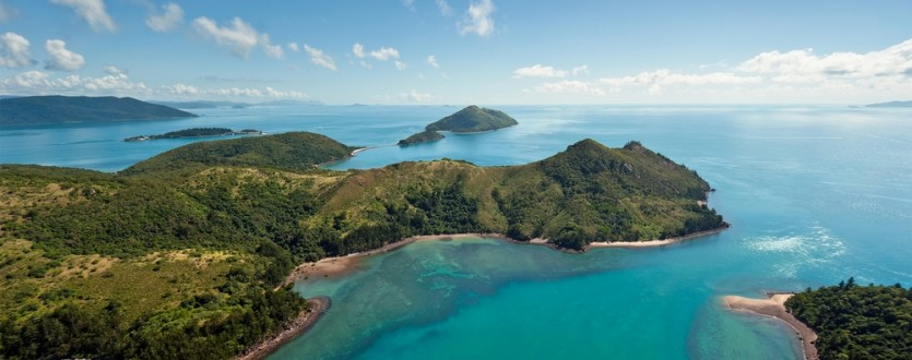 Gorgeous Whitehaven Beach in the Whitsunday Islands is just one of our recommended best beach holidays.